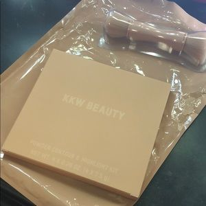 KKW Beauty powder contour and highlight palette